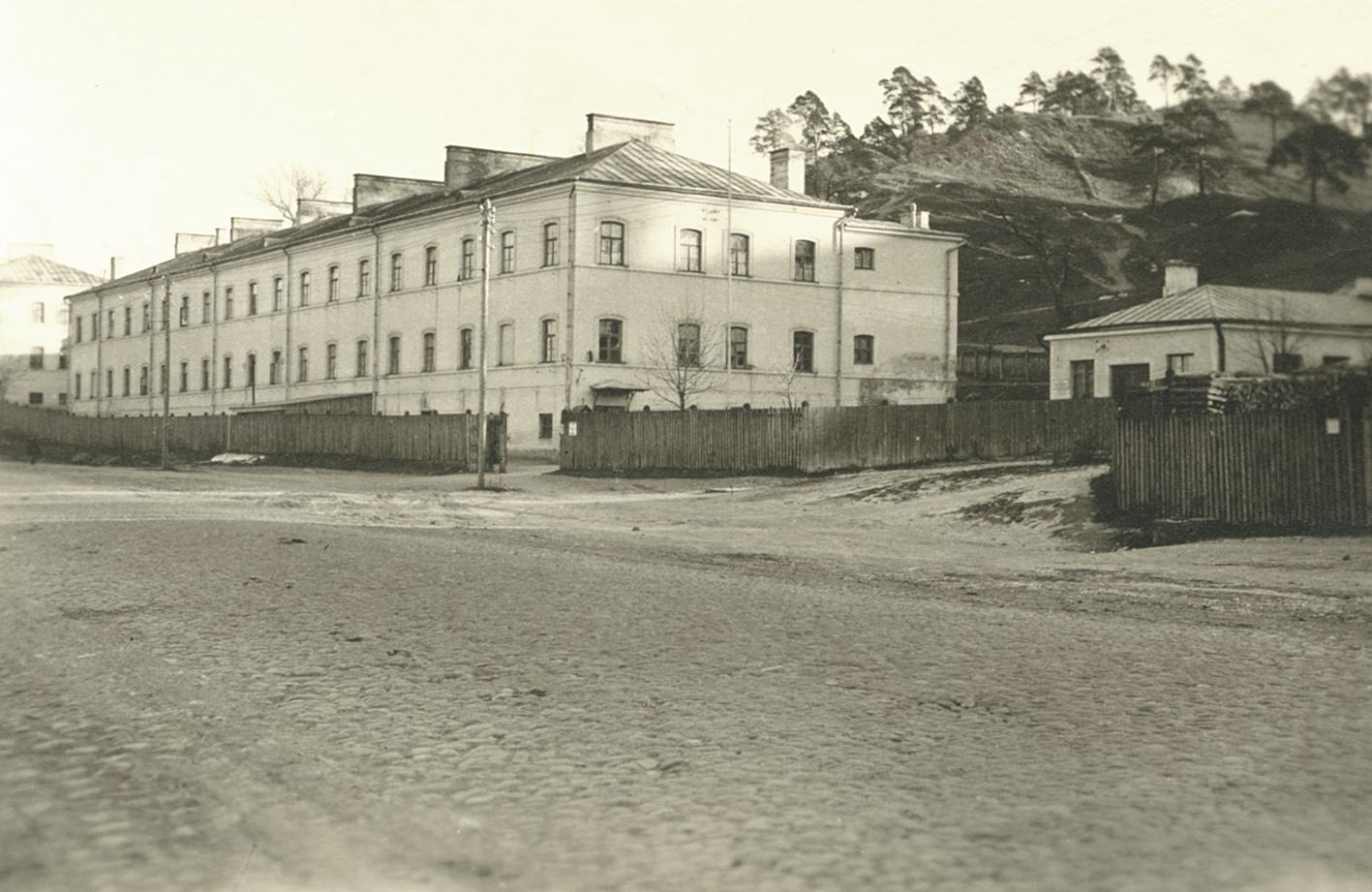Istoriju Namai Isikure Pastate Kuriame 1943 M. Balandi Veike Vokieciu Okupacinei Kariuomenei Priklausancios Kareivines. Fotografas Nezinomas